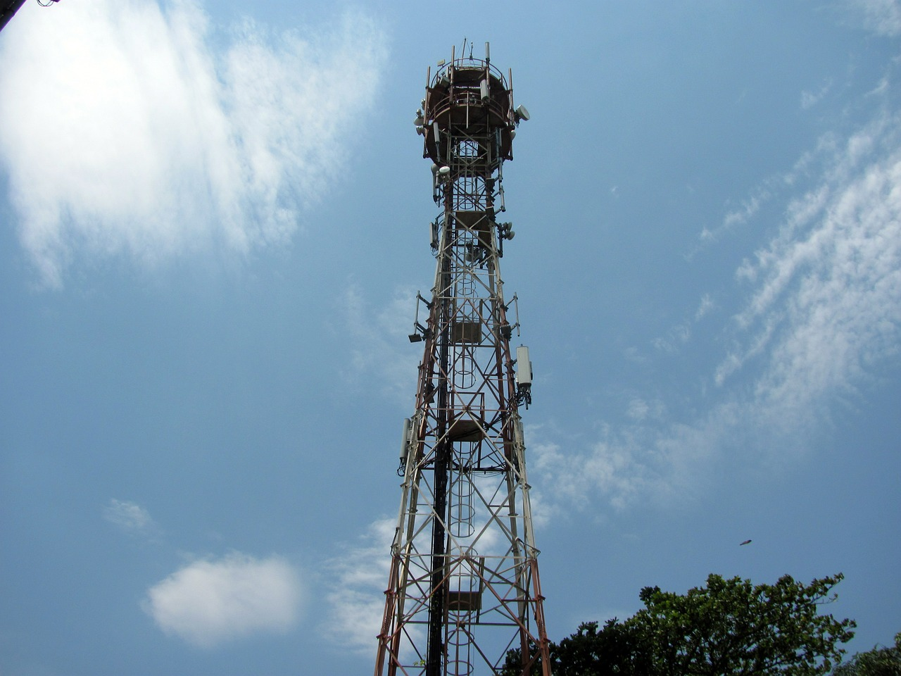Vodafone And Idea To Sell Towers; Jio and Airtel to Rule the Market?