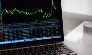 Dow Jones and S&P 500 Tumbles, Nasdaq Outperforms