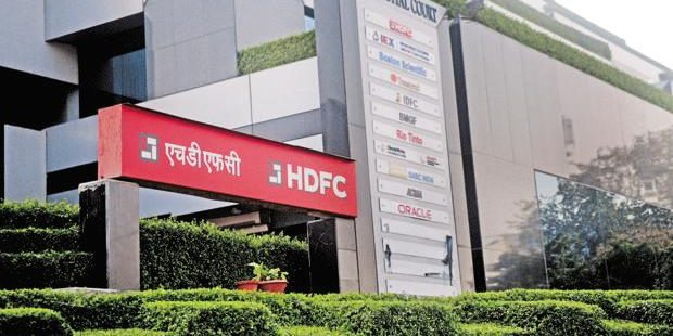 HDFC Share Price Jumps 1% as Q4 Profits Shoot up: Should you Buy/Sell?